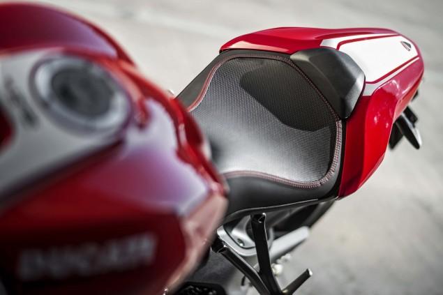 2016-Ducati-Monster-1200-R-still-17