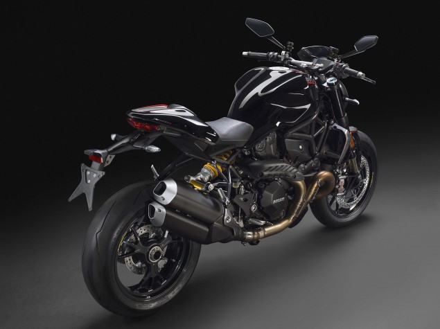 2016-Ducati-Monster-1200-R-studio-02