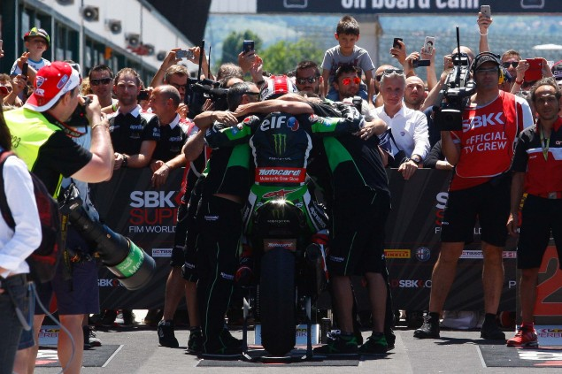 Jonathan-Rea-Kawasaki-Racing-Team-World-Superbike-WSBK-Champion-10