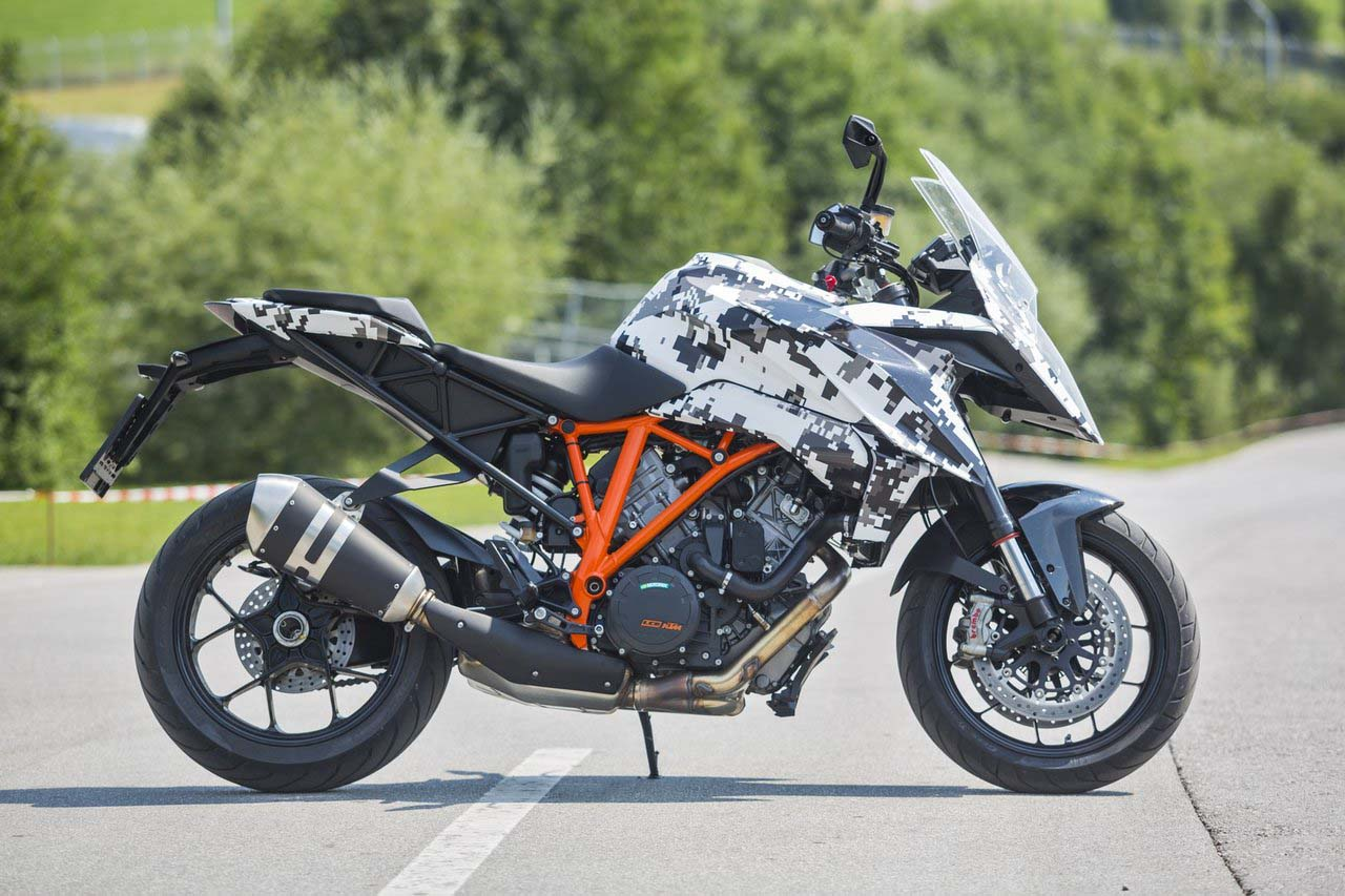 2016 ktm 1290 super duke gt finally revealed asphalt rubber. Black Bedroom Furniture Sets. Home Design Ideas