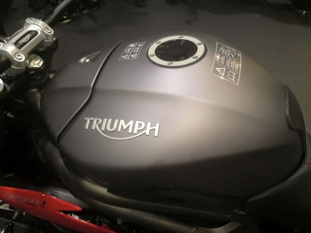 2016-Triumph-Speed-Triple-R-leak-09