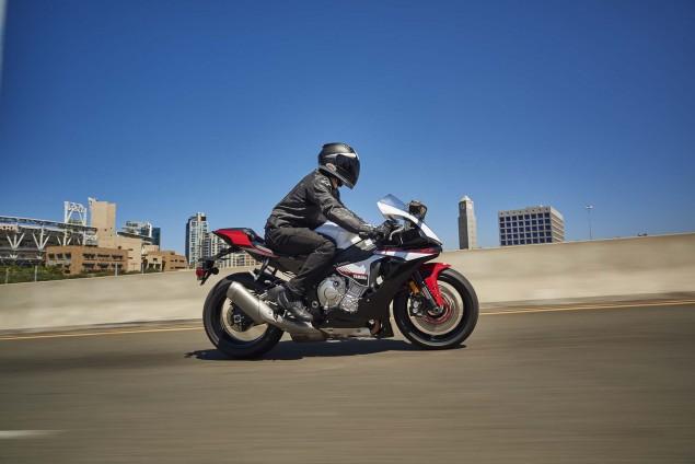 2016-Yamaha-R1S-action-02