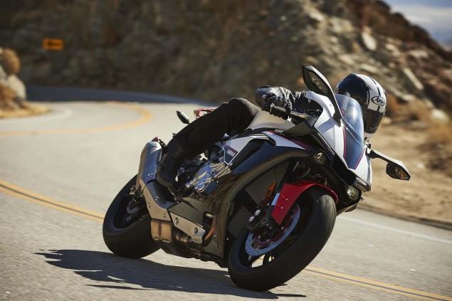 2016-Yamaha-R1S-action-05