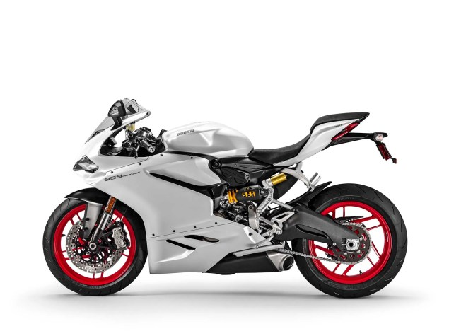 2016-Ducati-959-Panigale-USA-model-05