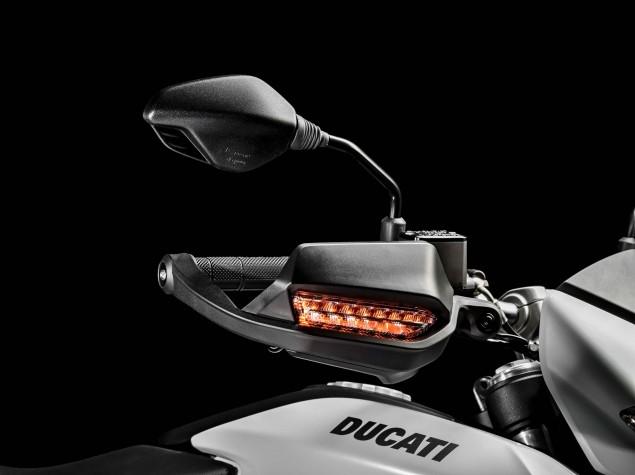 2016-Ducati-Hypermotard-939-04