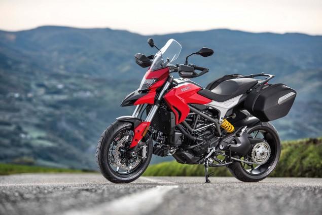 2016-Ducati-Hyperstrada-939-01