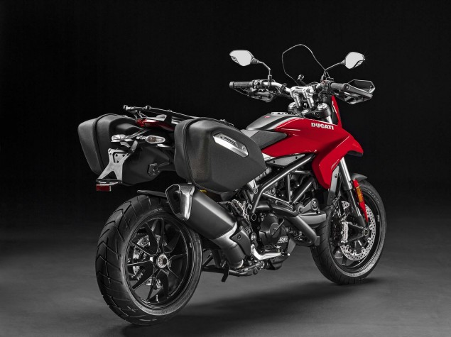 2016-Ducati-Hyperstrada-939-05