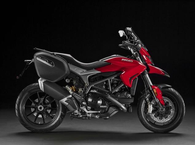 2016-Ducati-Hyperstrada-939-07
