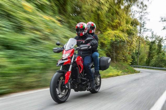 2016-Ducati-Hyperstrada-939-08