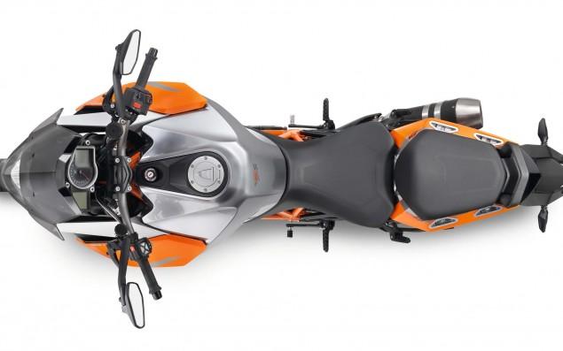 2016-KTM-1290-Super-Duke-GT-23