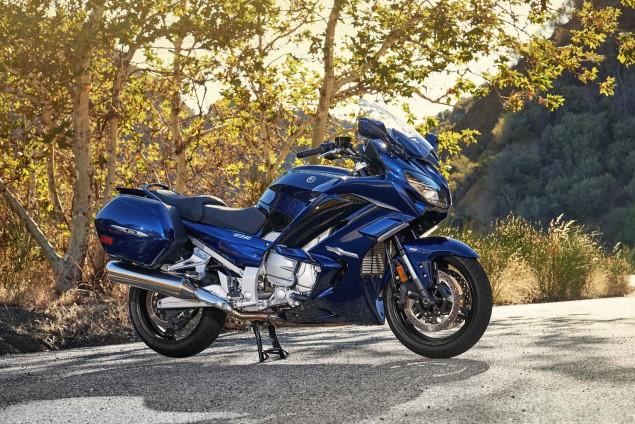 2016-Yamaha-FJR1300-ES-10