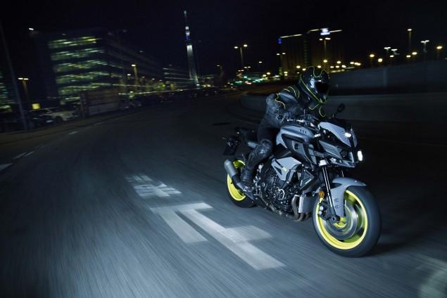 2016-Yamaha-MT-10-action-09