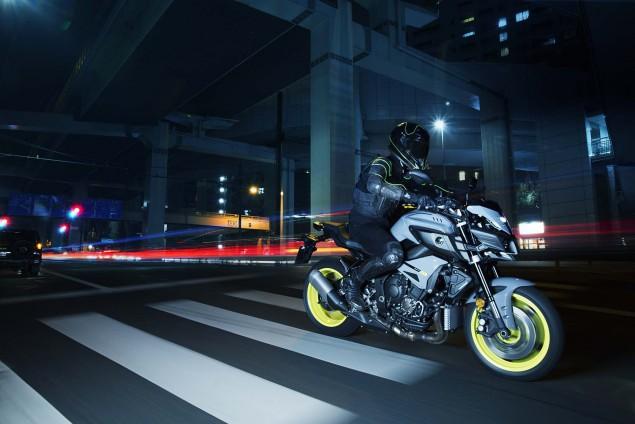 2016-Yamaha-MT-10-action-10