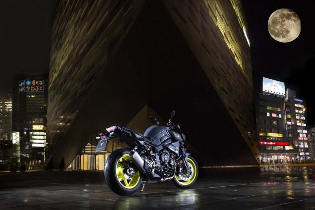 2016-Yamaha-MT-10-static-01