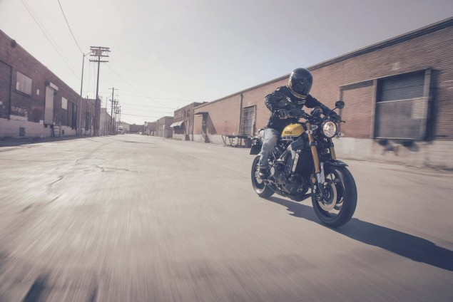 2016-Yamaha-XSR900-action-01