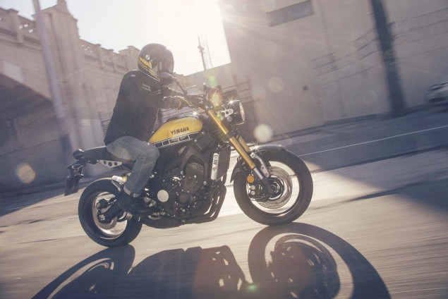 2016-Yamaha-XSR900-action-08