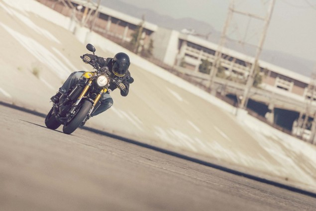 2016-Yamaha-XSR900-action-09