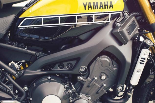 2016-Yamaha-XSR900-details-02