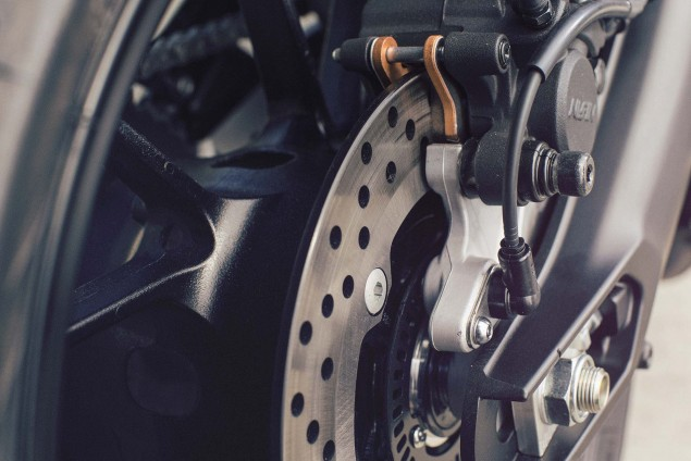 2016-Yamaha-XSR900-details-08