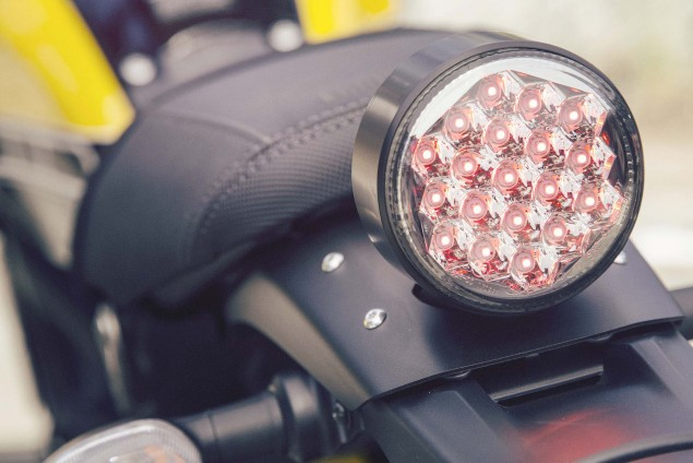 2016-Yamaha-XSR900-details-22
