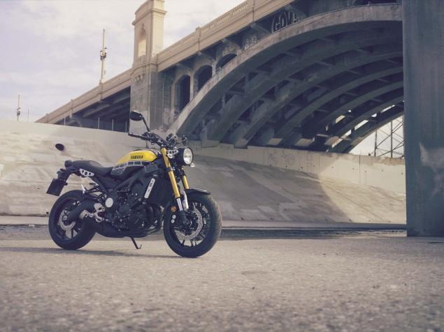2016-Yamaha-XSR900-static-01