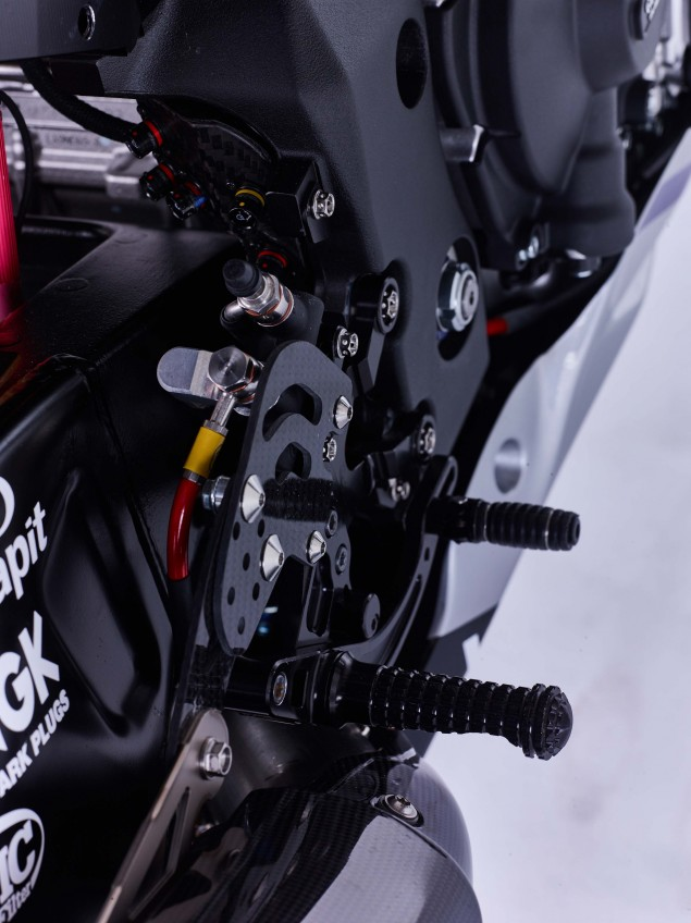 2016-Yamaha-YZF-R1-World-Superbike-38