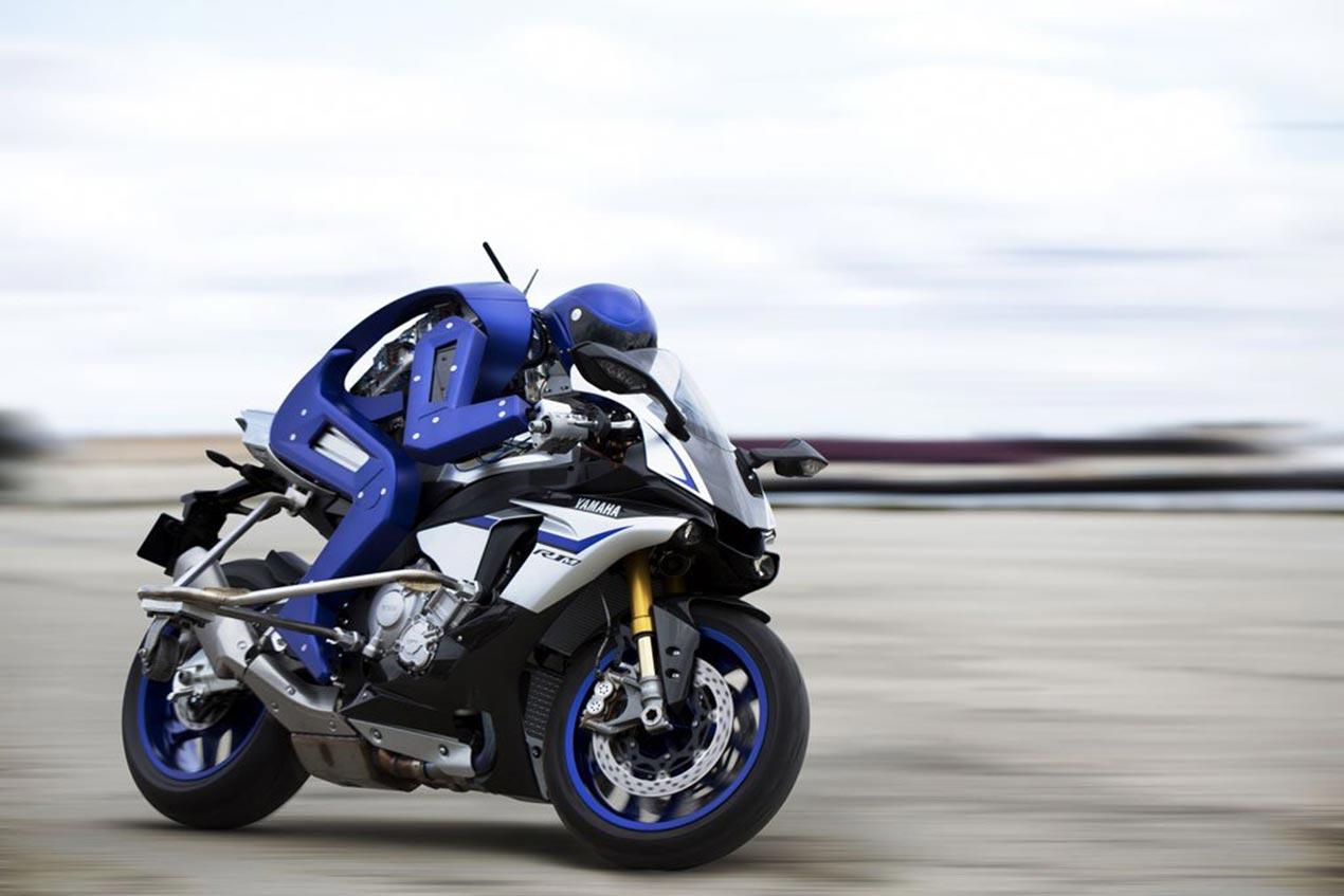 Valentino Rossi Meets the Yamaha Motobot