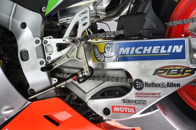2016-Aprilia-RS-GP-MotoGP-15