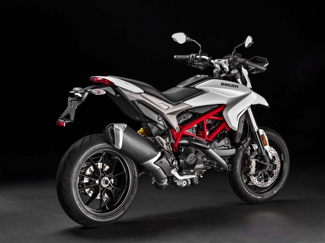 2016-Ducati-Hypermotard-939-16