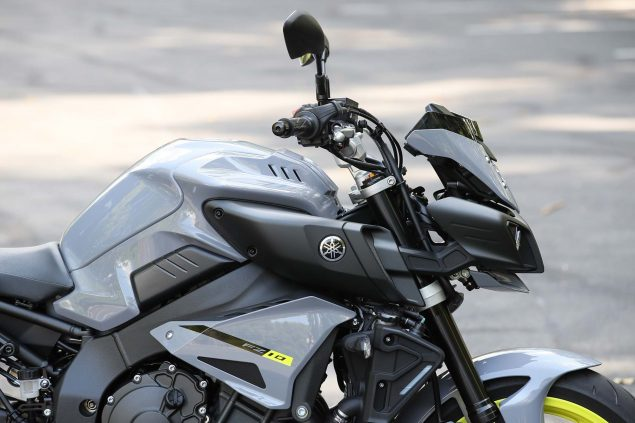 2017-Yamaha-FZ-10-static-01
