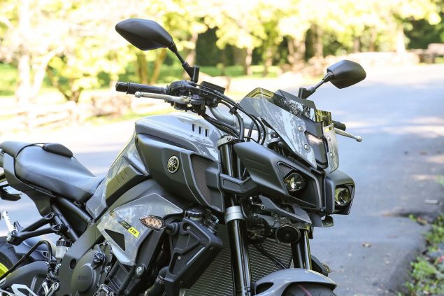 2017-Yamaha-FZ-10-static-07