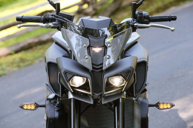 2017-Yamaha-FZ-10-static-09