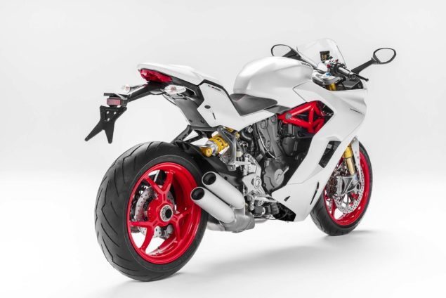 2017-ducati-supersport-s-02