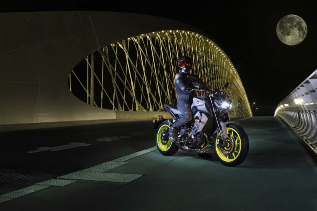 2017-yamaha-mt-09-europe-static-01