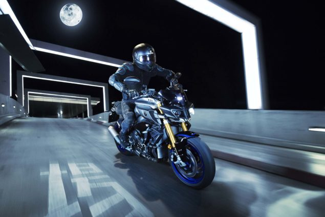2017-yamaha-mt-10-sp-europe-action-02