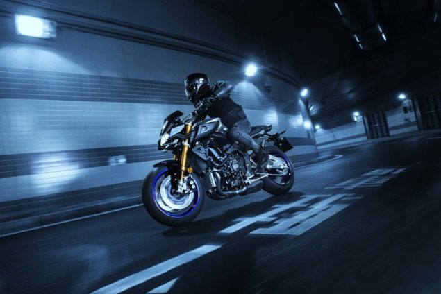 2017-yamaha-mt-10-sp-europe-action-03