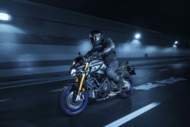 2017-yamaha-mt-10-sp-europe-action-05