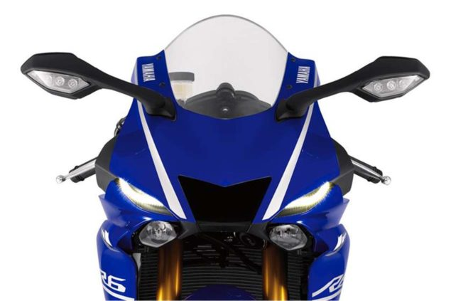 2017-yamaha-yzf-r6-low-res-11