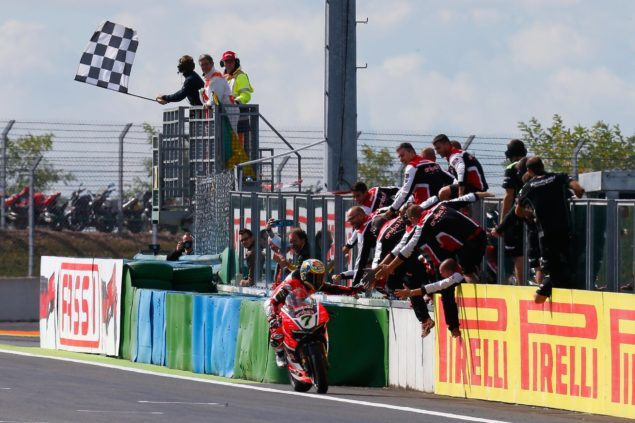 chaz-davies-world-superbike-magny-cours-ducati-race-1
