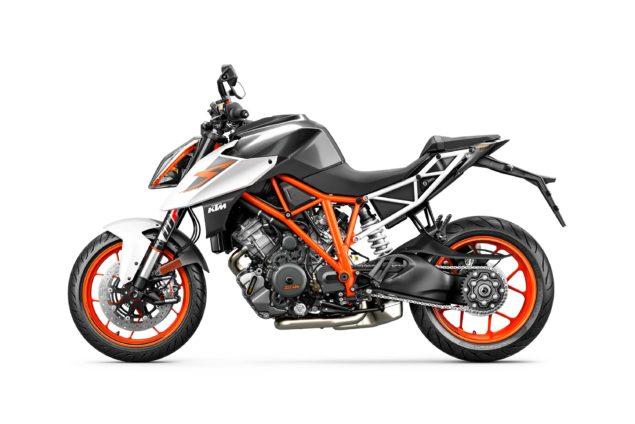 2017-ktm-1290-super-duke-r-static-02