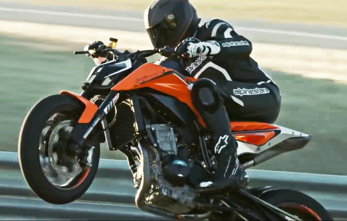 Watch the KTM 790 Duke Do the Rippin' & the Tearin'