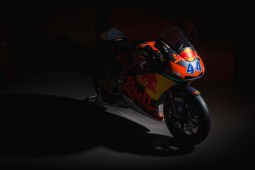 2017-KTM-Moto2-Team-Launch-03