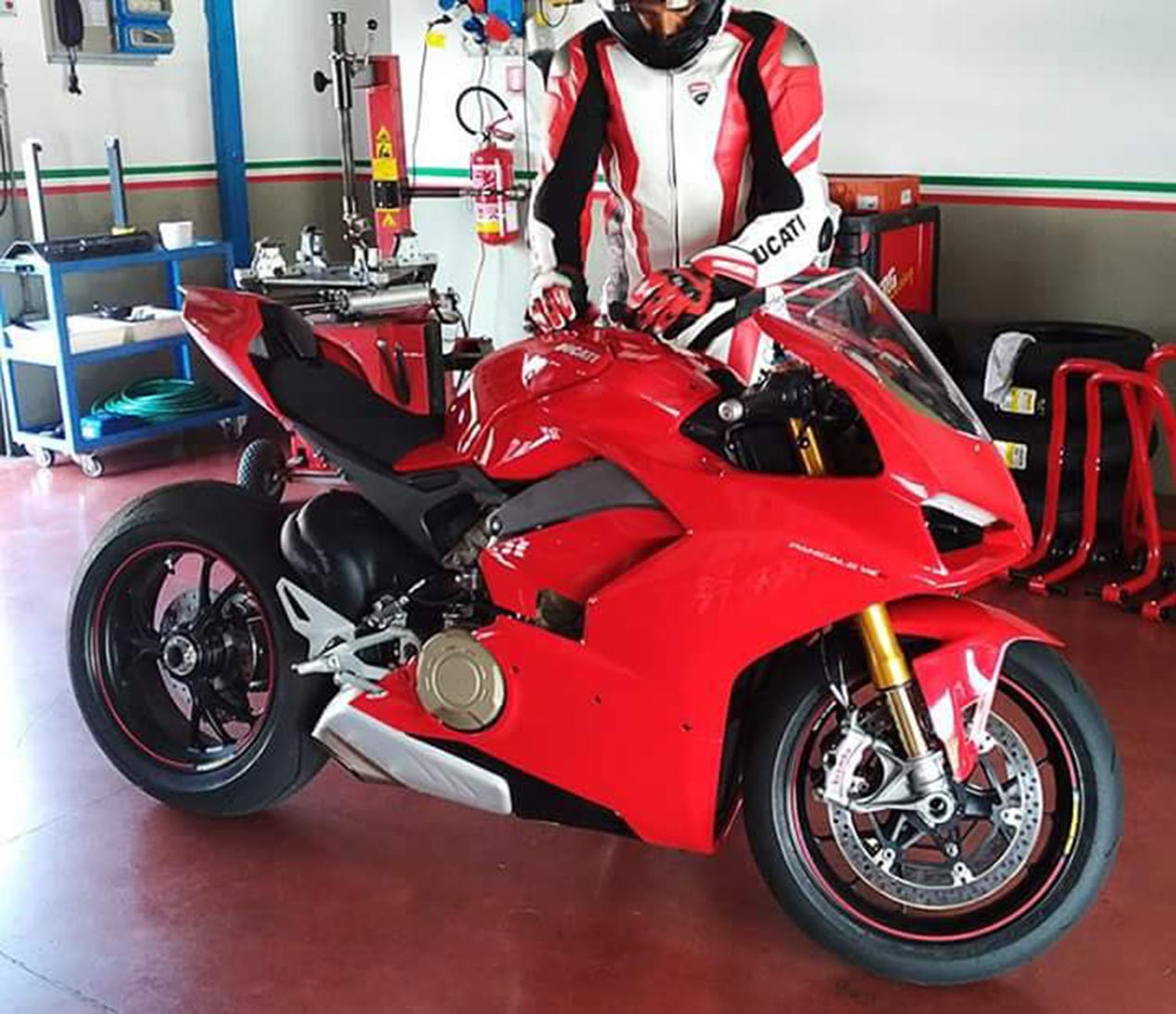 ducati panigale v4 spotted in photo - asphalt & rubber