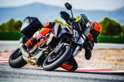 2019-KTM-1290-Super-Duke-GT-05