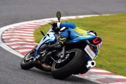 2019-Suzuki-GSX-R-1000-action-08