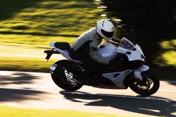 2019-Suzuki-GSX-R-1000-action-17