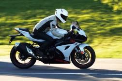 2019-Suzuki-GSX-R-1000-action-18