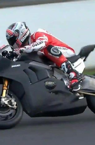 Ducati Panigale V4 R Racer Debuts, Makes Dry Clutches Great Again