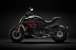 2019-Ducati-Diavel-1260-S-19