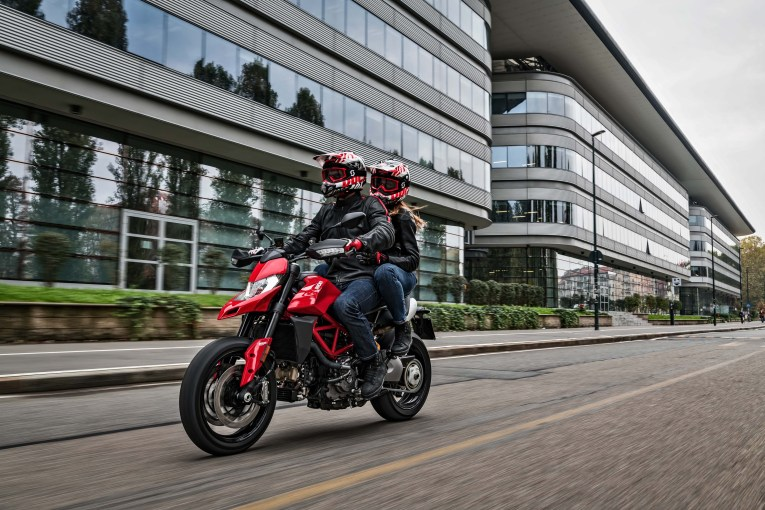 2019-Ducati-Hypermotard-950-39